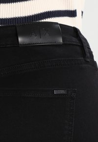 Armani Exchange - Džíny Slim Fit - black denim - 5