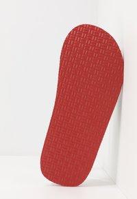 Tommy Hilfiger - CORPORATE COMFORT BEACH - T-bar sandals - white - 4