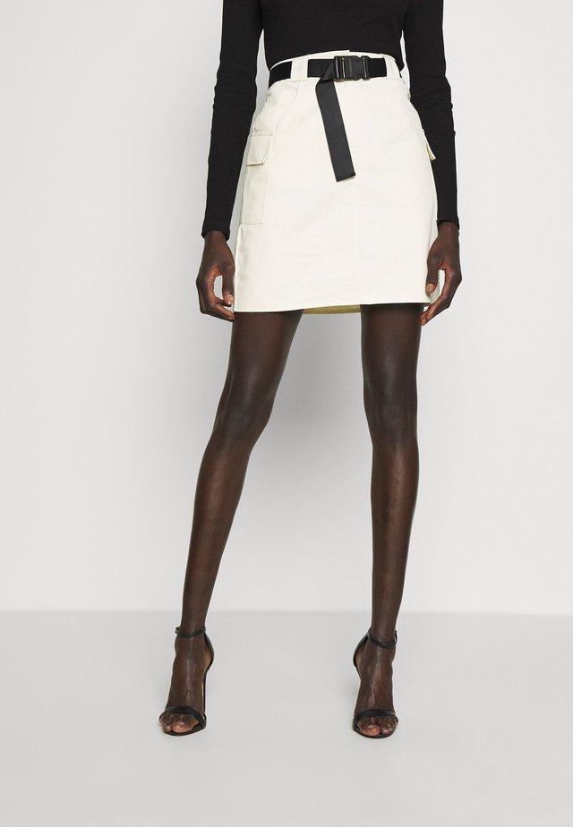 BELTED UTILITY SKIRT - Minifalda - cream