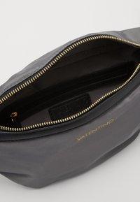 Valentino Bags - CLOONEY  - Bum bag - grigio - 2