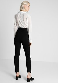 Lost Ink - HIGH WAIST TROUSERS WITH BELT - Pantalon classique - black - 3