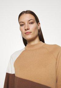 Abercrombie & Fitch - WEBEX MINI MOCK CREW - Sweatshirt - brown - 3
