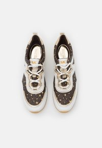 MICHAEL Michael Kors - PIPPIN TRAINER - Trainers - optic white/brown - 5