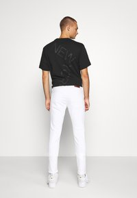 Hollister Co. - SPRSKNY  - Skinny džíny - white - 2