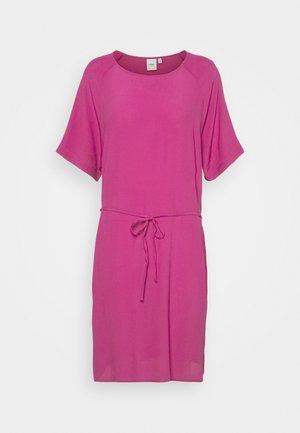IHAMANDA - Denní šaty - fuchsia red