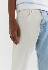 PULL&BEAR - MIT COLOUR BLOCK - Straight leg -farkut - white - 3