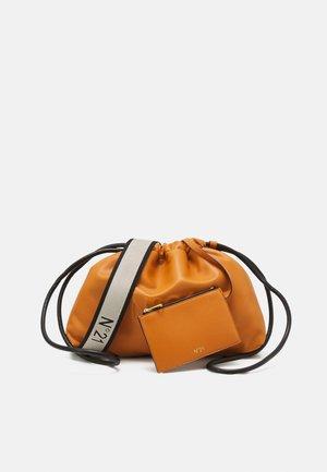 COULISSE MADRID SET - Handbag - orange