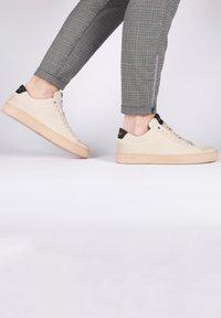 Blackstone - Sneakers - almond milk - 3