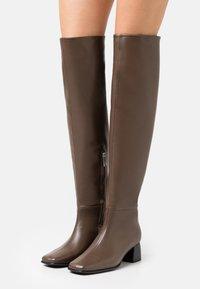 Filippa K - CAMILLE HIGH BOOT - Kozačky nad kolena - grey taupe - 0