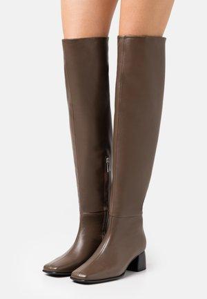 CAMILLE HIGH BOOT - Kozačky nad kolena - grey taupe