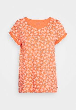 CORE - T-shirt con stampa - coral