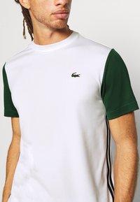 Lacoste Sport - TENNIS  - Print T-shirt - white/green - 5