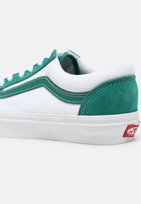 Vans - STYLE 36 UNISEX - Sneakers - cadmium green/true white - 4