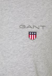 GANT - MEDIUM SHIELD - Camiseta básica - light grey melange - 2