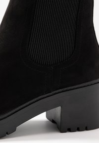 Dorothy Perkins - ALYSSA CHUNKY PULL ON CHELSEA BOOT - Platform ankle boots - black - 2