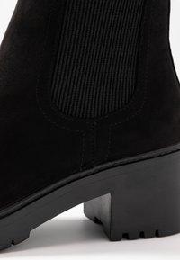 Dorothy Perkins - ALYSSA CHUNKY PULL ON CHELSEA BOOT - Platåstøvletter - black - 2