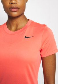Nike Performance - TEE CREW - T-shirt basique - magic ember - 5