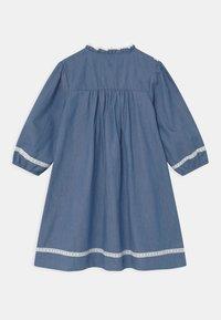 Tartine et Chocolat - ROBEA - Denim dress - bleu chambray - 1