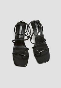 PULL&BEAR - Sandály na vysokém podpatku - black - 1