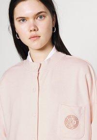 Nike Sportswear - FEMME - Mikina na zip - orange pearl/orange pearl/terra blush - 3
