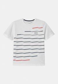BOSS Kidswear - SHORT SLEEVES  - Triko spotiskem - white - 0