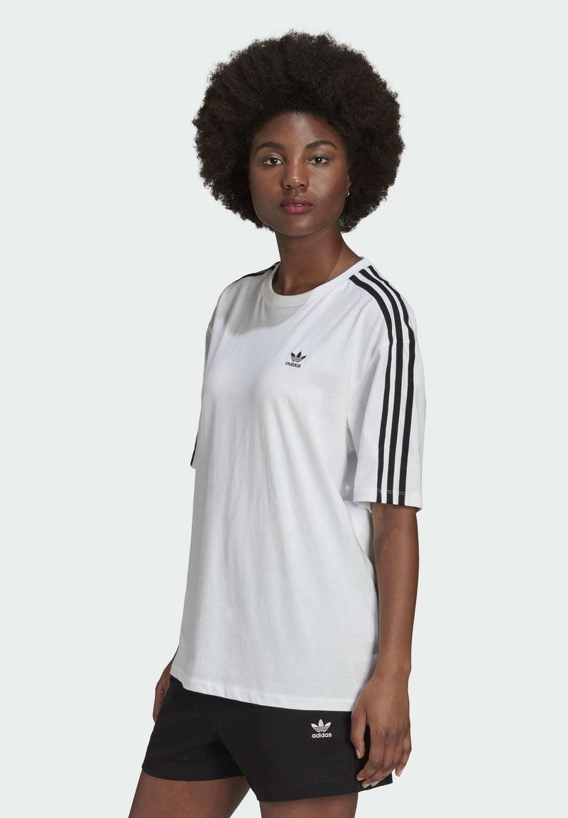 adidas Originals - OVERSIZED ADICOLOR RELAXED - Print T-shirt - white