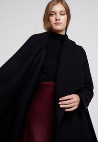 IVY & OAK - BATHROBE  - Classic coat - black - 3