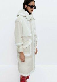Uterqüe - Short coat - white - 3