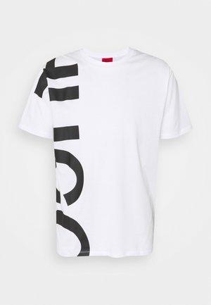 DAWS - T-shirt med print - white