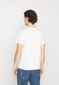Jack & Jones - JOREDGE TEE CREW NECK - T-shirt med print - cloud dancer - 2