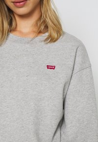 Levi's® - STANDARD CREW - Bluza - smokestack heather - 5
