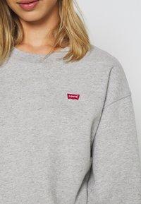 Levi's® - STANDARD CREW - Sweatshirt - smokestack heather - 5