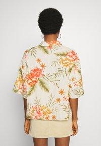 Billabong - ISA ISLAND - Button-down blouse - pistachio - 2