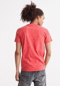 Superdry - VINTAGE CREW - T-shirt basic - maldive pink space dye - 2