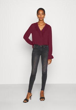 VMZIGGA  - Bluse - cabernet