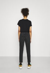 Topshop - MOM              - Straight leg jeans - washed black - 2