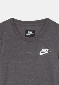 Nike Sportswear - FUTURA  - Jednoduché triko - gunsmoke heather - 2