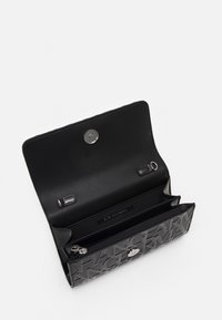 Armani Exchange - WALLET ON CHAIN WOMAN'S WALLET ON CHAIN - Wallet - nero - 2