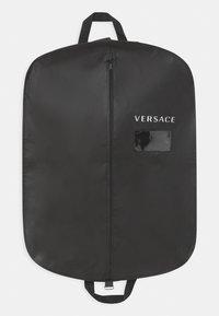 Versace - LUNGO UNISEX - Zimní kalhoty - nero - 3
