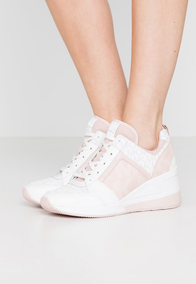 GEORGIE TRAINER - Baskets basses - powder blush