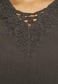 Zizzi - VVIVU BLOUSE - Print T-shirt - khaki - 4