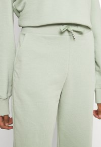 NU-IN - FIT - Tracksuit bottoms - green - 4