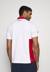Lacoste Sport - TENINS  - Funkční triko - white/red/cosmic black - 2