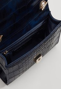 Valentino by Mario Valentino - AUDREY - Across body bag - blue - 3