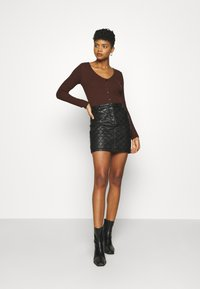 Nly by Nelly - BUTTON UP - Gilet - brown - 1