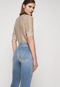 3x1 - AUTHENTIC CROP - Jeans straight leg - gina destroy - 3