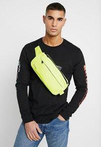 Spiral Bags - CROSSBODY BUM BAG - Ledvinka - neon yellow - 1