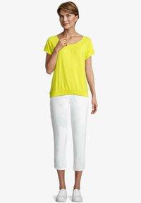 Betty Barclay - MIT RAFFUNG - Blouse - neon yellow - 1