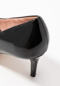 Tamaris - COURT SHOE - Classic heels - black - 2