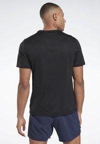 Reebok - ESSENTIALS SPEEDWICK RUNNING - T-shirts basic - black - 2